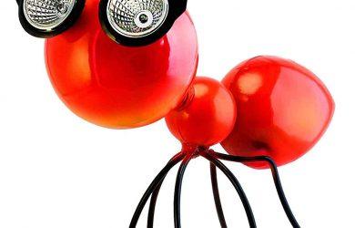 Figura de Hormiga Roja de Metal con Luces LED